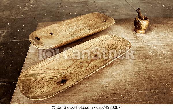 altes , tisch, hölzern, geschirr - csp74930067