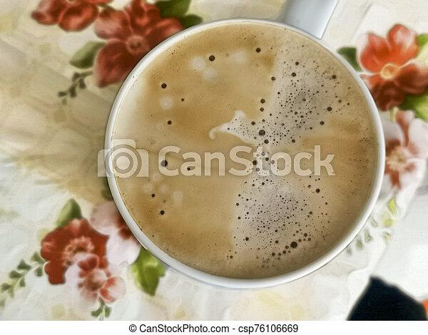 ansicht, schaum, latte, tisch, getränk, becher, bierschaum, becher, auf., top., bohnenkaffee, cappuccino, weißes, kueche , schließen, morgen - csp76106669