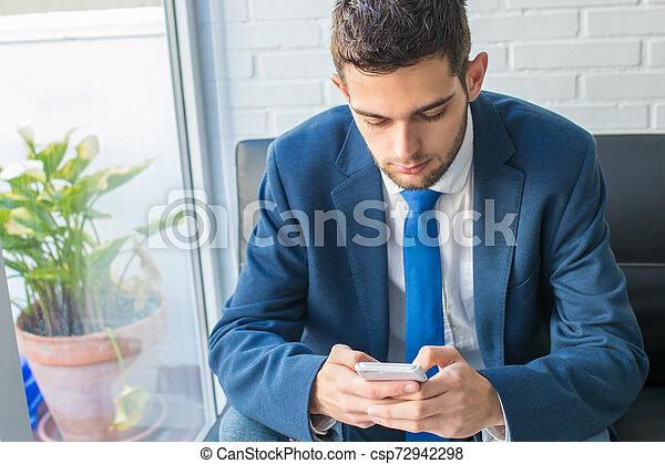 beweglich, mann, telefon, geschaeftswelt - csp72942298