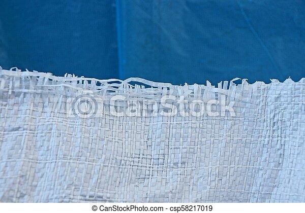 Weiße blaue Textur einer Plastiktüte - csp58217019