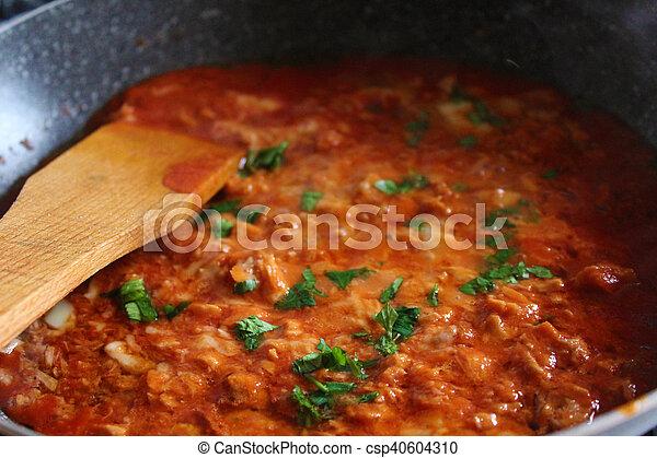 Kochen in Bratpfanne - csp40604310