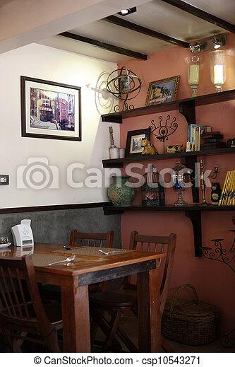 Ein alter Tisch zu Hause - csp10543271