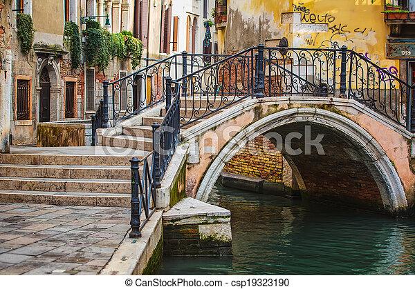 Deatil alte Architektur in Venedig. - csp19323190