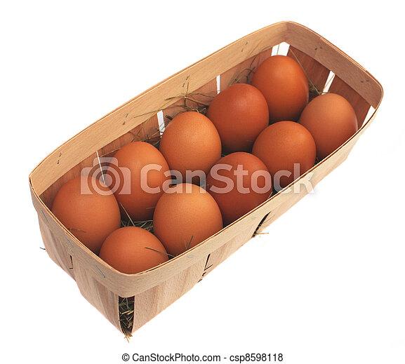 Eier in einem Korb - csp8598118