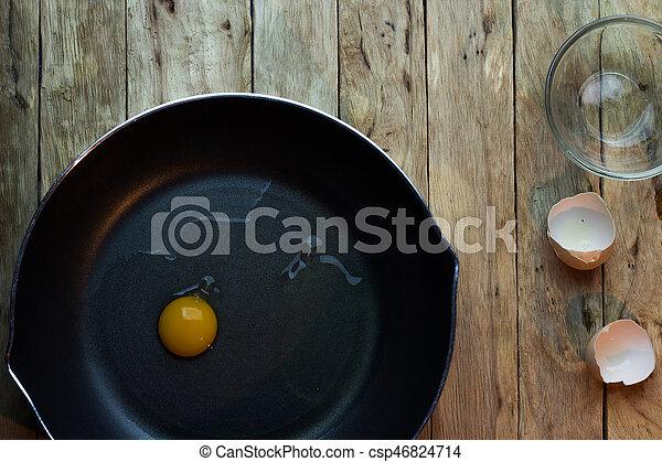 Eier in einer Pfanne. - csp46824714