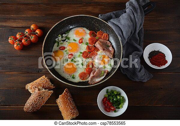 eier, pfanne, gebraten - csp78553565
