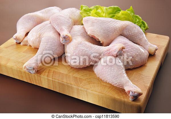 Frische rohe Hühnerbeine - csp11813590