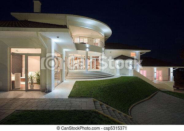 Hausauswärts - csp5315371