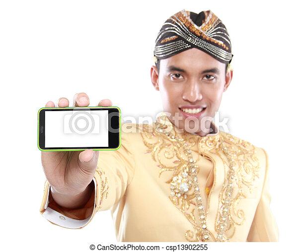 java, beweglich, traditionelle , telefon, klage, gebrauchend, mann - csp13902255