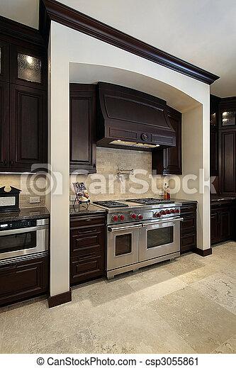 Küche mit dunklem Holzschrank - csp3055861