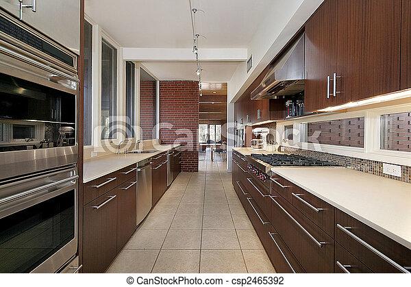 Küche mit dunklem Holzschrank - csp2465392