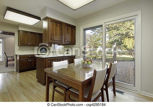 Küche mit dunklem Holzschrank - csp4295184