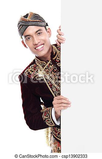 Mann mit traditionellem Anzug aus Java - csp13902333