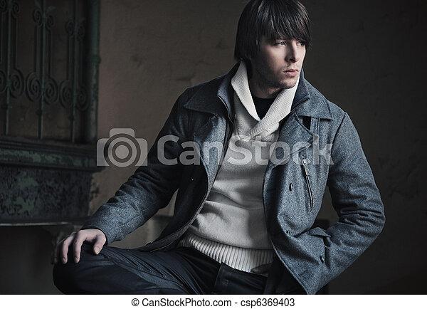 Mode-Foto eines hübschen Kerls - csp6369403