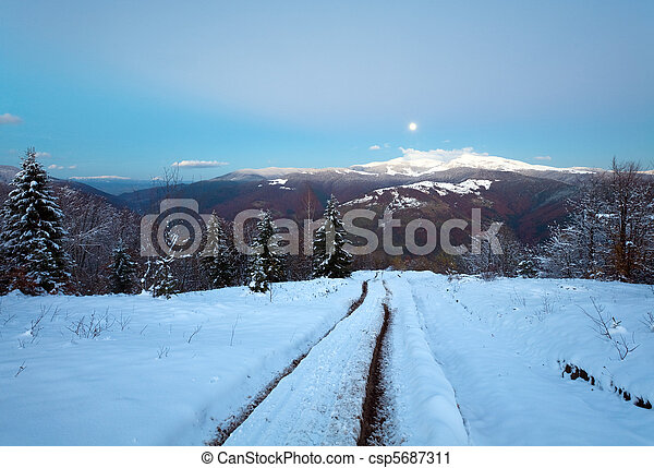 nacht, berg, winterlandschaft - csp5687311