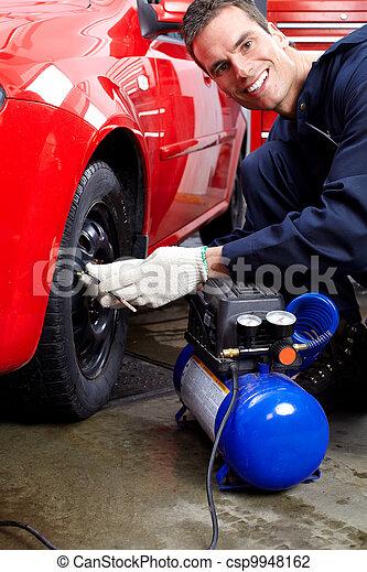 Professioneller Automechaniker. - csp9948162