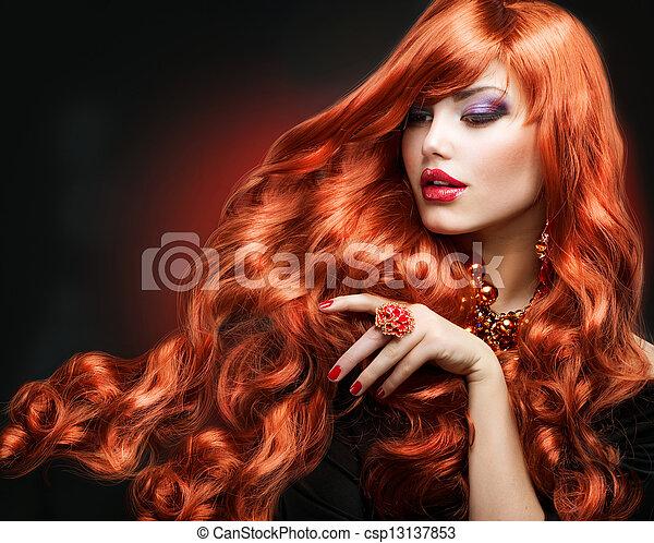 Rote Haare. Modemädchenportrait. Lange Locken - csp13137853