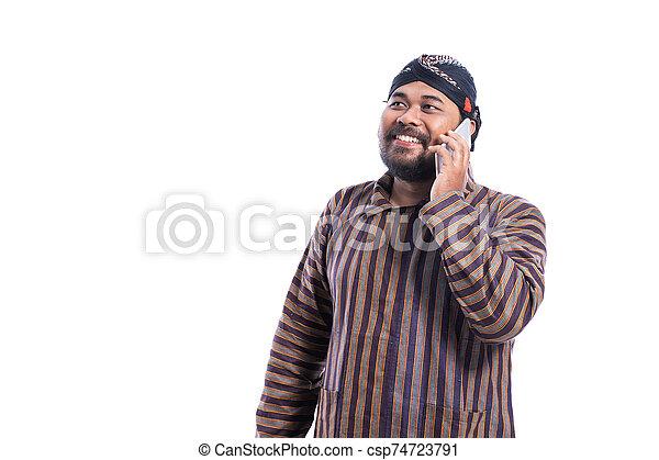 traditionelle , javanese, lurik, telefonierende , mann, tuch - csp74723791