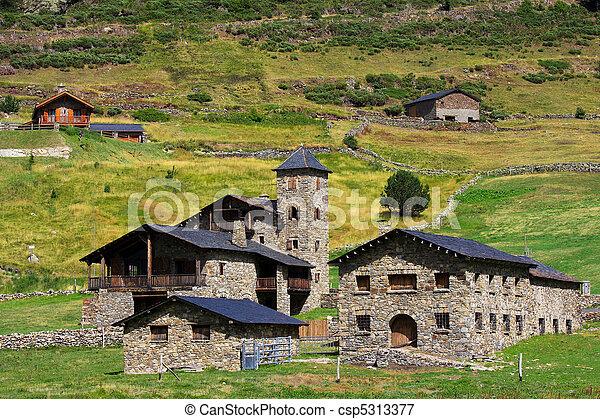 Typische Architektur in Andorra - csp5313377