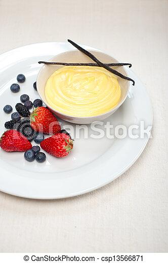 vanille, gebäck, creme, beeren, eiercreme - csp13566871